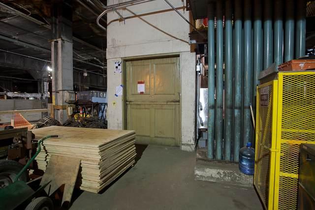 L'ascensore che porta dalla stazione segreta all'Astoria