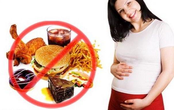 Donna in gravidanza: i cibi da evitare per la salute del bambino