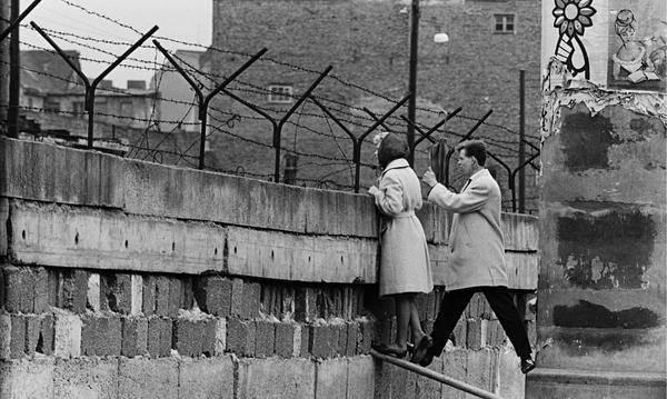 il riassunto del crollo del muro di berlino