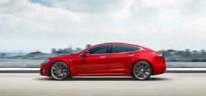 Auto Tesla modello s: richiamo per bulloni del servosterzo corrosi