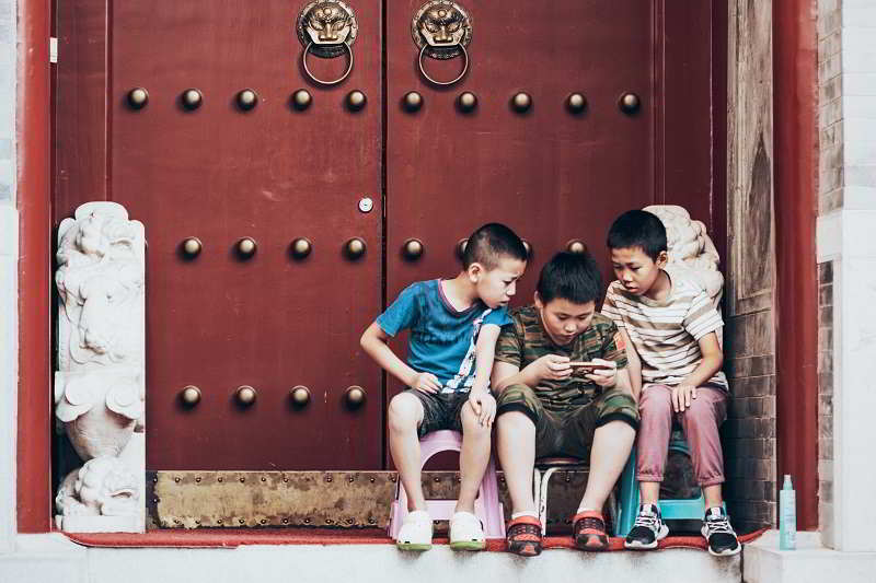 Minori ed internet: come proteggere i nostri figli online