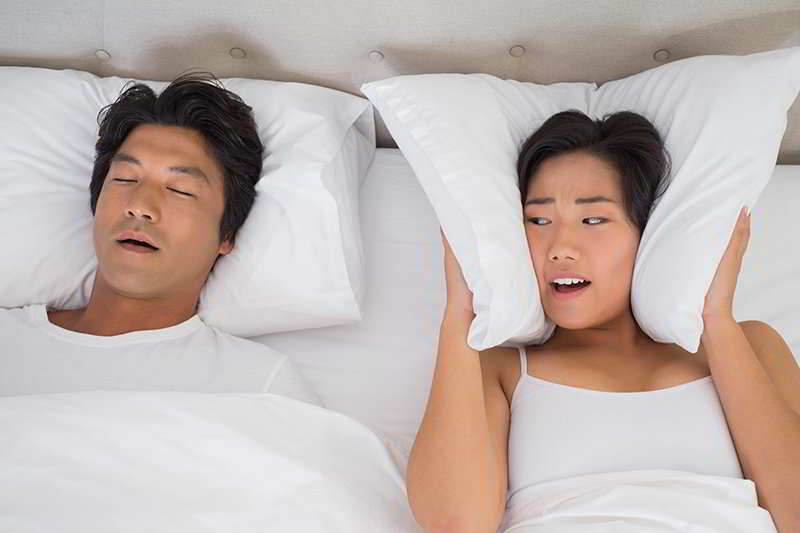 Russamento o apnee notturne: sintomi diagnosi e cura
